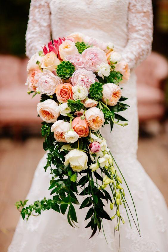 Hoa cưới hoa cầm tam cô dâu dáng thả thác nước